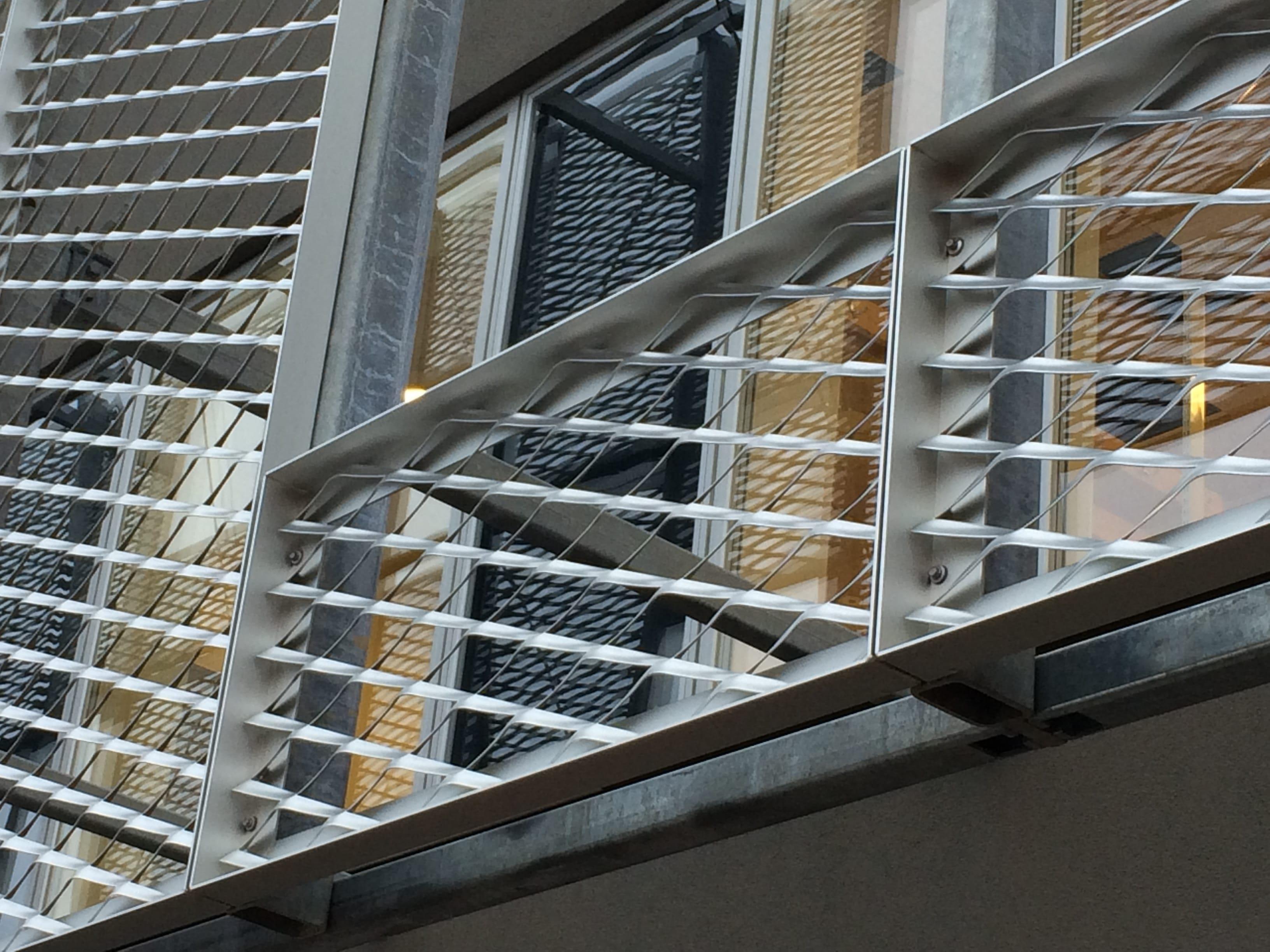 Strækmetal i rammer, facadebeklædning, solafskærmning